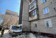 Photo of Көкшетауда балкон құлап үйдің жанында тұрған үш бірдей көлікті қиратты