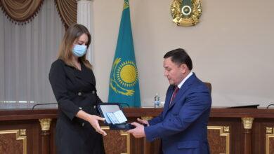 Photo of Двух врачей посмертно наградил Ермек Маржикпаев