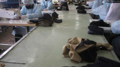 Photo of «Мы не можем оставаться в стороне»: Осужденные  акмолинских колоний шьют защитные костюмы