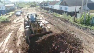 Photo of Дороги ремонтируют в микрорайоне Бейбитшилик в Кокшетау (ВИДЕО)