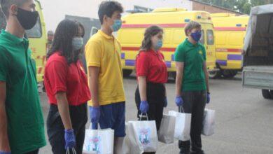 Photo of Фруктами угощают врачей жасотановцы в Кокшетау