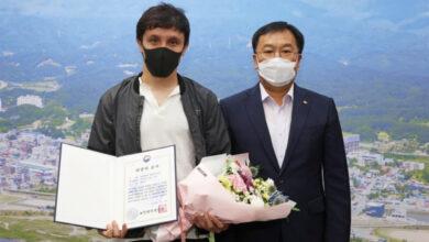 Photo of Спасшему 10 человек в Корее казахстанцу вручили награду