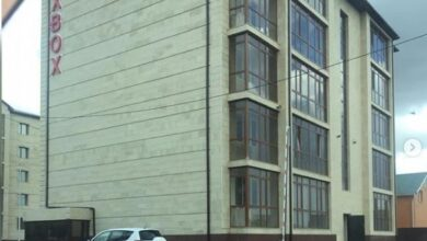 """Photo of """"Прогоняют наших детей"""": Жители многоэтажек и частного сектора ссорятся из-за игровой площадки"""