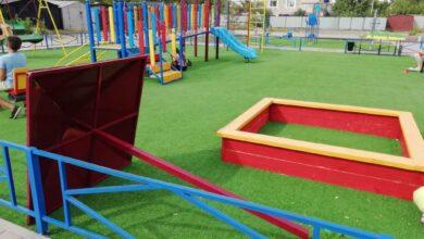 Photo of Конструкция упала на новой детской площадке в с.Красный Яр: дети отделались испугом