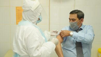 Photo of Глава управления здравоохранения и главный санитарный врач получили прививки от гриппа