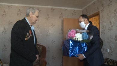 Photo of 95-летнего фронтовика поздравил аким Жаксынского района