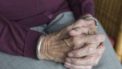 Photo of Не могли дозвониться сутки: спасатели вызволили пенсионерку из квартиры