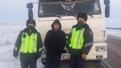 Photo of Костанайцам на трассе помогли акмолинские полицейские