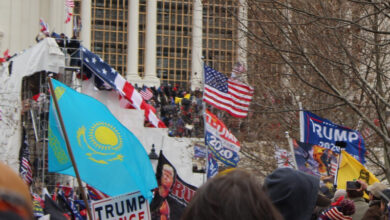Photo of Флаг Казахстана заметили во время штурма Капитолия в США