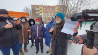 Photo of Жители домов на Аллее Славы в Кокшетау пытаются спасти футбольное поле от сноса (ВИДЕО)