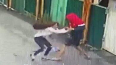 Photo of Дерзкое ограбление девушки попало на видео в Алматы