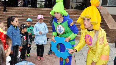 Photo of Симка и Верта развлекали детей перед департаментов госдоходов