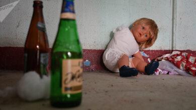 Photo of Полицейские пришли в ужас: голодных детей нашли рядом с неадекватной матерью в Актобе