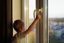 Photo of Ребенок выпал из окна на 8-м этаже в Нур-Султане