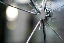 Photo of Автомобиль врезался в стеклянную дверь ТРЦ в Нур-Султане – видео