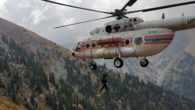 Photo of Турист сорвался с 5-метровой скалы в горах Алматы: его эвакуировали на вертолете