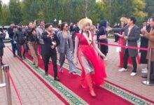 Photo of Актеры пяти казахстанских театров прошлись по красной дорожке в Кокшетау