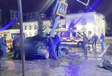 Photo of В Петропавловске автомобиль врезался в светофор, погиб пассажир