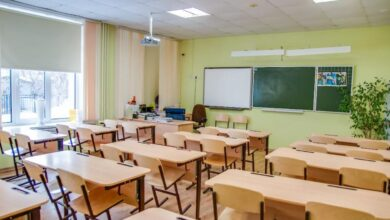 Photo of Смешанно и самостоятельно: о нюансах учебы в школе рассказал главный педагог области